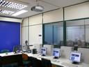 O CESUP dispõe de uma sala de aula preparada para gravação e transmissão de áudio e vídeo.
